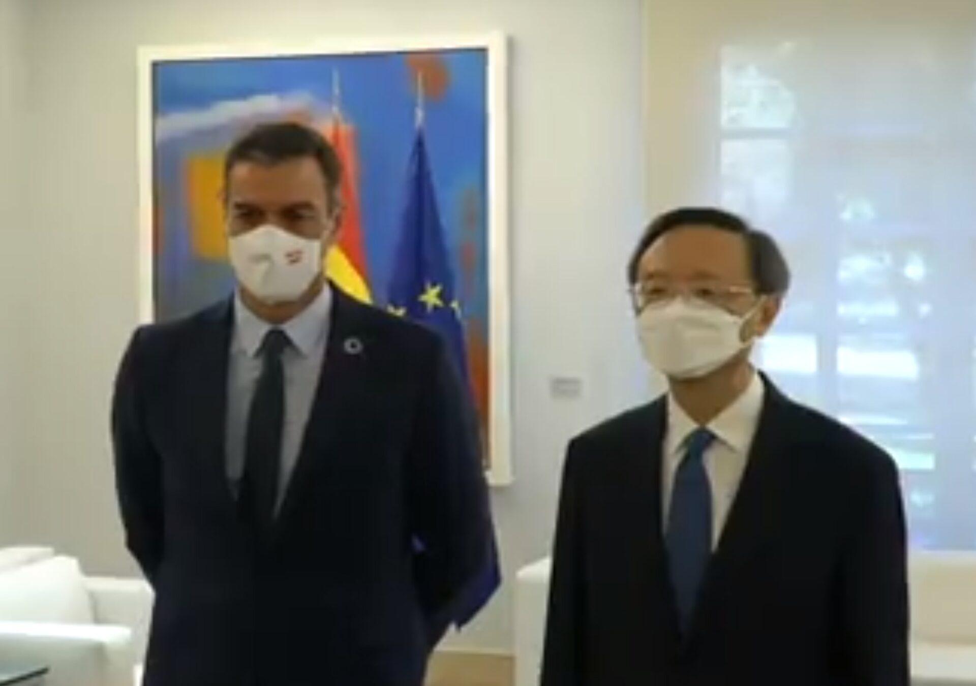 El presidente del Gobierno recibe en La Moncloa al director de la Oficina de la Comisión de Asuntos Exteriores del Partido Comunista de China, Yang Jiechi